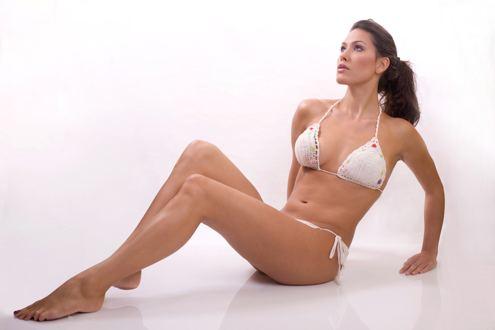 corps de femme, jambes, cuisses, ventre, seins, bras