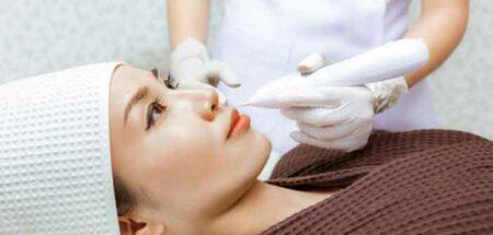 injection de co2 sur un visage de femme