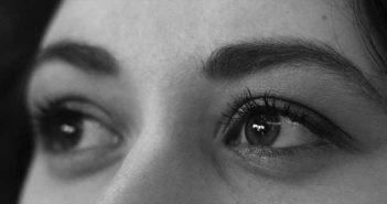 regard et sourcils de femme