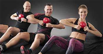 personnes faisant du fitness