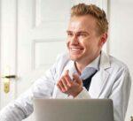 médecin esthétique en consultation