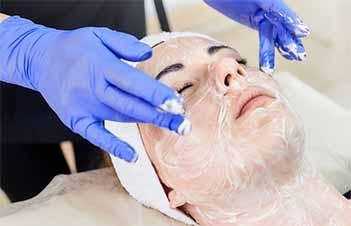 gommage du visage avant peeling